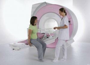 МРТ локтевого сустава может быть проведено в аппарате закрытого или открытого типа