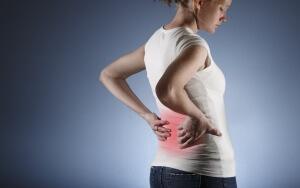 Боль в пояснице, частое мочеиспускание и изменение запаха мочи - возможные признаки патологии