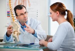 Боль в пояснице, онемение и слабость - показания к рентгену