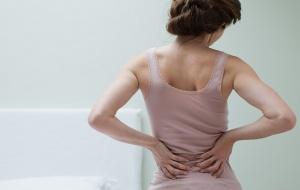 Боли в спине, тошнота, рвота, слабость и температура – признаки уратории