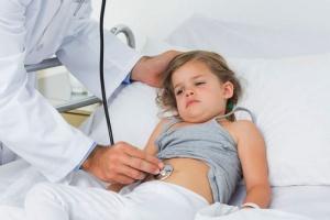 Только врач может назначить эффективное лечение ротавирусной инфекции