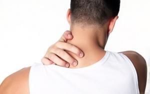 Если боль в шее сопровождается другими неприятными симптомами – необходимо срочно обратиться к врачу для обследования