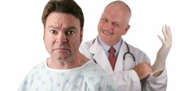 Проктолог – это врач, который занимается лечением и профилактикой болезней прямой и толстой кишки