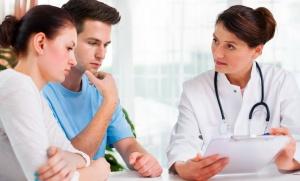 Лечение микоплазмоза должно быть комплексным, причем медикаментозная терапия назначается не только женщине, но и ее половому партнеру