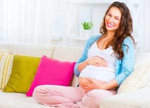 Начиная с 21 недели беременности можно услышать и увидеть шевеление плода