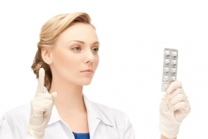 Медикаментозные препараты назначает врач после обследования, оценки новообразования и вида кисты