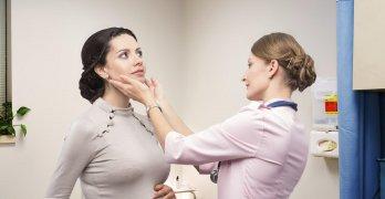 Несмотря на все изменения в организме женщины после удаления щитовидки можно забеременеть и выносить ребенка