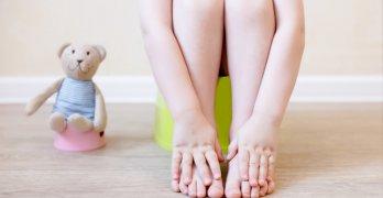 Скрытая кровь в кале у ребенка – это очень опасный симптом, который может указывать на серьезные заболевания