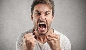 Агрессивность и раздражительность – одни и из главных признаков повышения уровня тестостерона у мужчин