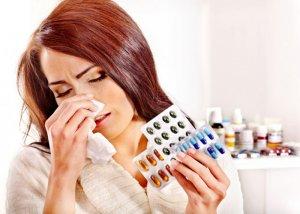 В отличие от вирусной инфекции бактериальную необходимо лечить антибактериальными препаратами