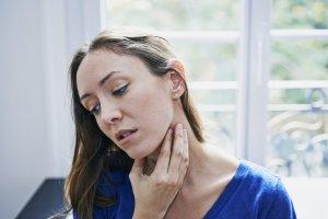 Если фокальные изменения сопровождаются тревожными симптомами нужно обратиться к врачу