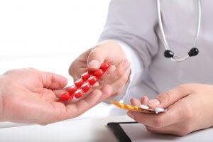 Лекарство назначаются в зависимости от причины повышения мочевой кислоты в крови