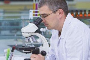 Гинекологический мазок помогает обнаружить разные воспаления и заболевания