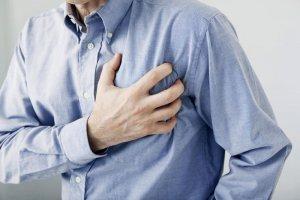 Высокий уровень холестерина в крови может спровоцировать такие опасные последствия как инфаркт миокарда и инсульт