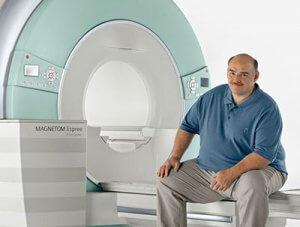 МРТ можно делать людям с весом до 130 кг.