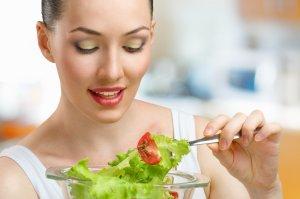 Сбалансированная диета поможет нормализовать уровень кислотности мочи