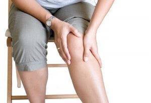 Усталость, слабость, боли и спазмы в мышцах – первый признаки гипокальценемии