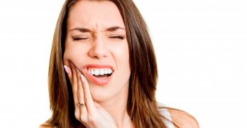 МРТ позволяет выявить разные заболевания, образования и аномалии в челюсти