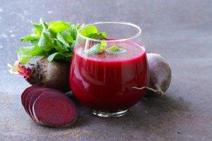 Повышаем уровень гемоглобина свекольным соком