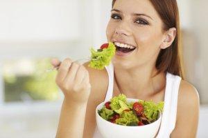 Из рациона нужно исключить жирную, тяжелую, острую и соленую пищу!