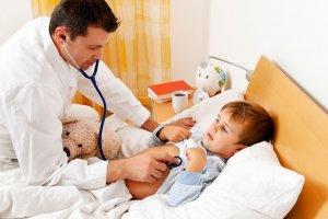 При подозрении на инфекцию проводится срочная госпитализация больного