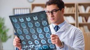Диагностировать патологию можно с помощью КТ и МРТ