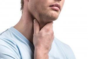 При дефиците йода или поступлении веществ нарушающих образование гормонов возникает гипотиреоз