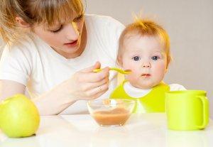 Лечение диатеза у грудничков начинается с налаживания рациона питания