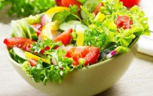 Без особого ограничения, при повышенном сахаре, можно есть овощи