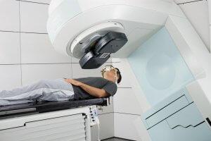 Лучевая терапия – это метод лечения, при котором используется ионизирующая радиация