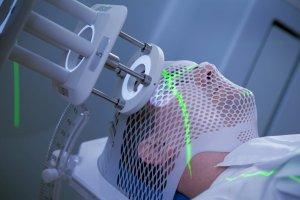 В зависимости от локализации и стадии рака используют различные источники ионизирующего излучения