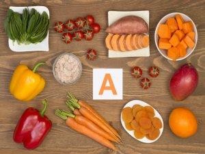 Необходимо убрать из рациона синтетические витамины и пищу, насыщенную витамином А