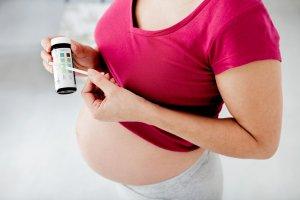 Кетоны в моче при беременности: норма, причины и опасность повышения