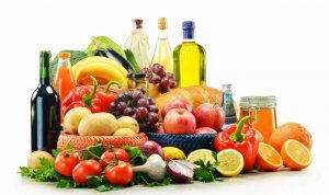 В рационе должно присутствовать как можно больше овощей и фруктов, а также клетчатка