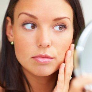 При повышенном уровне гормона у женщин появляются мужские черты