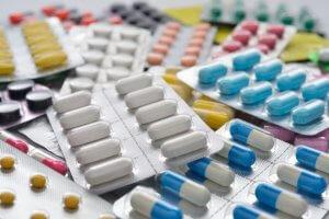 Лечение инфекции длительное и зависит от ее стадии и клинических проявлений