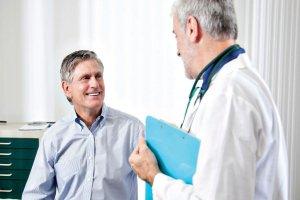 Лечение направлено на устранение причины, которая спровоцировала потемнение мочи