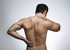 Патология сопровождается болями в суставах