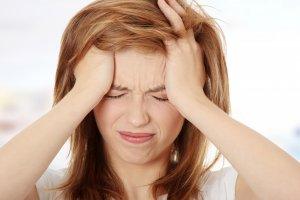 Патология проявляется психологическими и эндокринными расстройствами