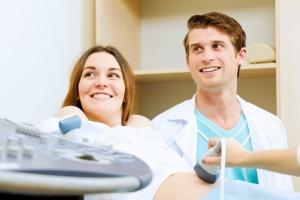 Когда делают первое УЗИ и развитие плода на первом триместре беременности