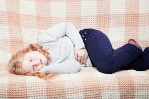 Тошнота, рвота, понос, запах ацетона изо рта и в моче у ребенка – признаки ацетонурии