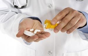 Медикаментозное лечение гипертиреоза должен назначить только врач