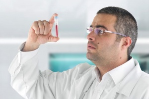 Анализ крови — СОЭ повышен: причины и лечение