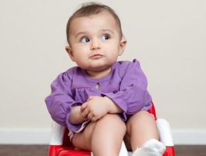 При изменении запаха мочи у ребенка необходимо обратится к врачу для обследования