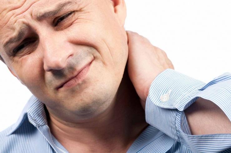 От чего возникает липома на шее