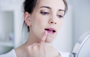 Вирус просто герпеса чаще всего поражает кожу, глаза и наружные половые органы человека
