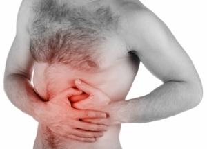 Боли в левом подреберье, тошнота, рвота, диарея, бледность кожи и сухость во рту – возможные признаки панкреатита