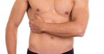 Дискомфорт в правом подреберье могут вызвать физиологические или патологические факторы
