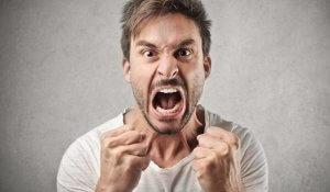 Агрессия, раздражительность, бессонница и головные боли – признака повышения уровня тестостерона в крови