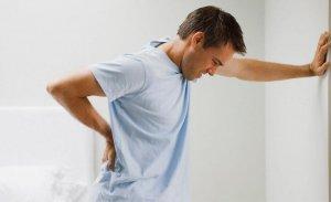 Почечная колики – это острый приступ боли, который развивается при внезапном прекращении отвода мочи из почки